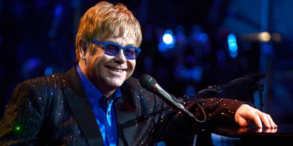 Elton John, ölümden döndü