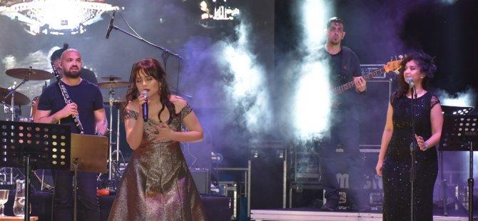 Lütfiye Özipek Girne Amfi Tiyatro'da konser verdi