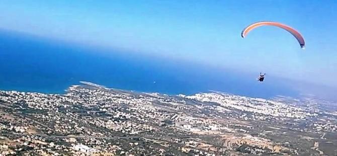 Yamaç paraşütü milli takım sporcuları Kazakistan'a uçuyor