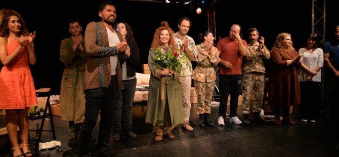 İki oyun Berlin'de sahnelendi