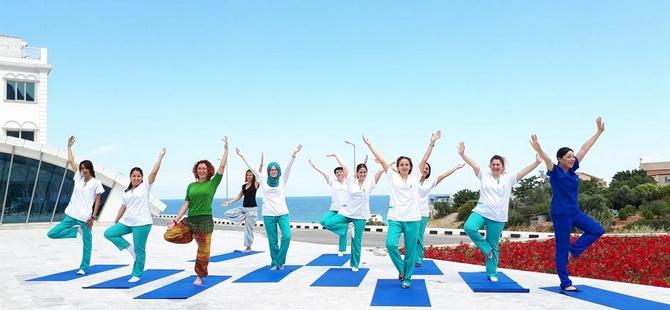 """Dr. Suat Günsel Girne Üniversitesi Hastanesi Yoga Eğitmeni Özlem Var: """"Azıcık"""" Bile """"Hiç Yoktan"""" iyidir!"""