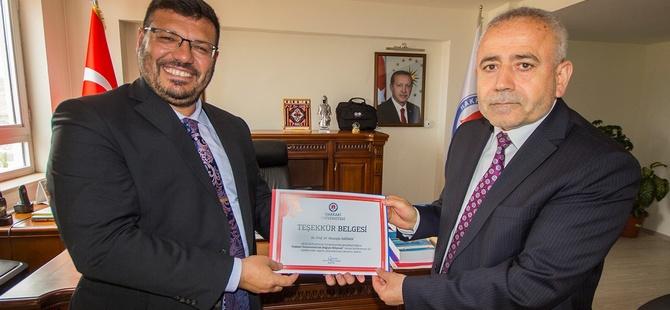 YDÜ Öğretim Üyesi Prof. Dr. Mustafa Sağsan'ın Hakkari'ye Entelektüel Sermaye Çıkarması!