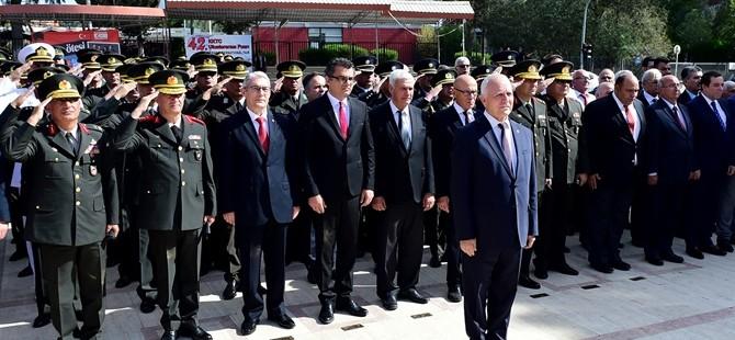 Lefkoşa'da ilk tören Atatürk Anıtı önünde yapıldı