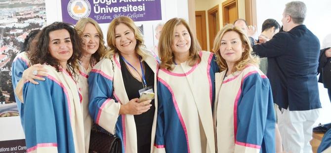 DAÜ'nün 25. yıl mezunları onurlandırıldı