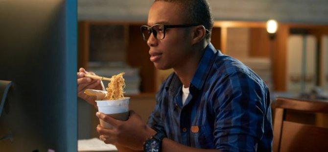 Vücut saatimize uymayan zamanlarda mı yemek yiyoruz?