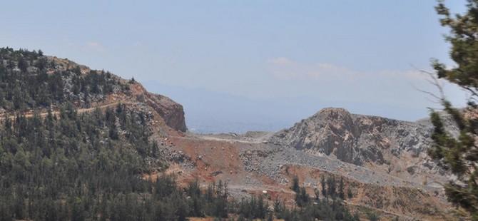 Beşparmak Dağları göz göre göre yok oluyor