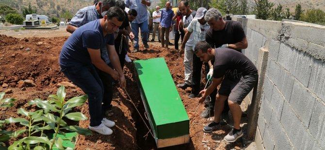 Karpaz'da cesetleri bulunan 9 mülteci, Lefke'de toprağa verildi
