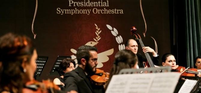"""Cumhurbaşkanlığı Senfoni Orkestrası """"Mozart Oratoryosu""""nun dünya prömiyerini İzmir'de yaptı"""