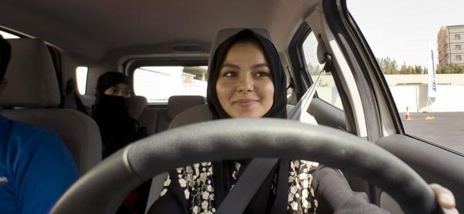 Suudi kadınlara ilk ehliyetler verildi