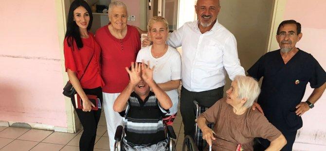 Fikret Hoca'dan yaşlılara ziyaret