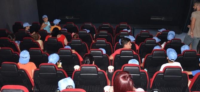 KAMU-SEN'den çocuklara özel sinema gösterimi