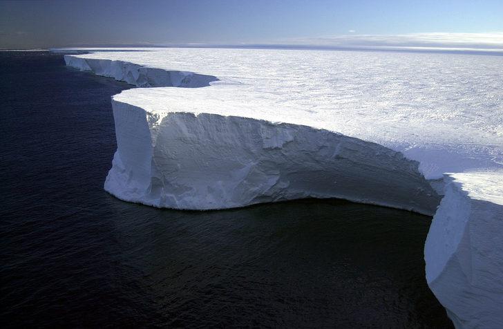 Dünyadaki en büyük buz kütlesi eriyor