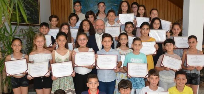 Dr. Suat Günsel Bursu kazanan öğrencilere başarı belgeleri verildi