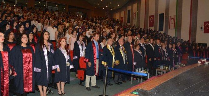 YDÜ Hemşirelik Fakültesi mezuniyet töreni yapıldı