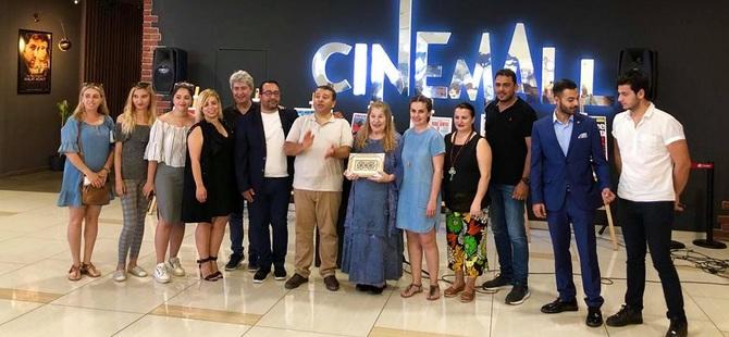 """""""Film AfişlerindeKıbrıs"""" Adlı Sergi, Ünlü Oyuncu Ayla Algan'ın Katılımıyla City Mall AVM'de Açıldı"""