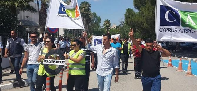 CAS çalışanları Başbakanlık önünde eylem yapıyor