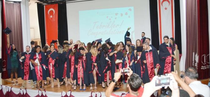 YDÜ İletişim Fakültesi Mezuniyet Töreni Gerçekleştirildi...