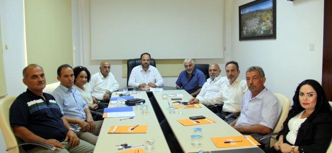İskele Belediye Başkanlığı'na seçilen Sadıkoğlu mazbatasını aldı