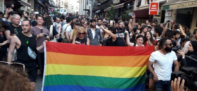 """Onur Yürüyüşü yasak tanımadı, yüzler bir araya geldi: """"Taksim'deyiz, hiçbir yere gitmiyoruz"""""""