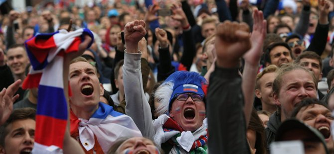 İspanya zaferinin kutlamaları, 2. Dünya Savaşı zaferinin kutlamalarını andırdı
