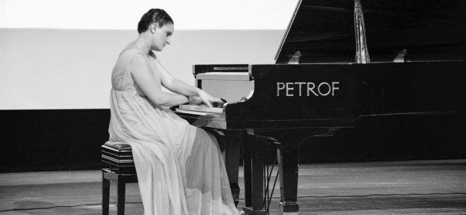 Kıbrıslı Türk piyanist Gözdem İlkay, Bakü'de resital verecek