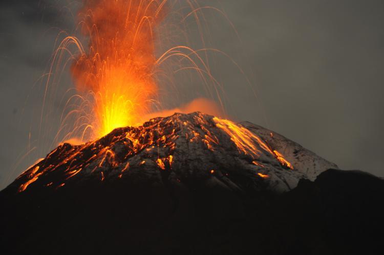 Yanardağı Hareketlendi Binlerce Kişi Tahliye Edildi
