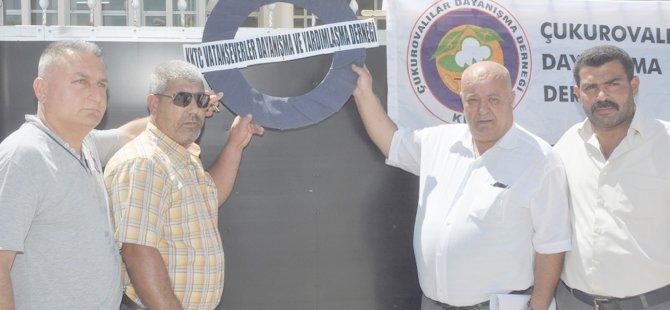 Başbakanlık önünde zamlar protesto edildi, siyah çelenk bırakıldı