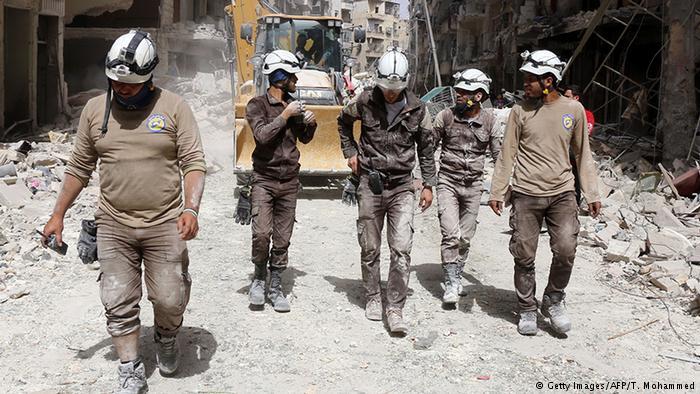 """İsrail yüzlerce """"Beyaz Baretli""""yi Suriye'den tahliye etti"""