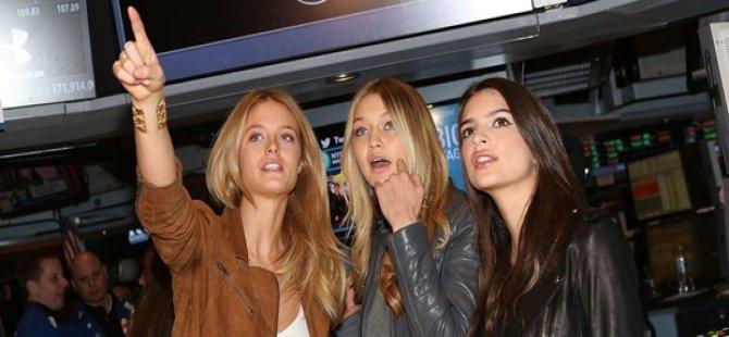 Gigi Hadid ve Emily Ratajkowski 6 milyon TL'ye kurdele kesti
