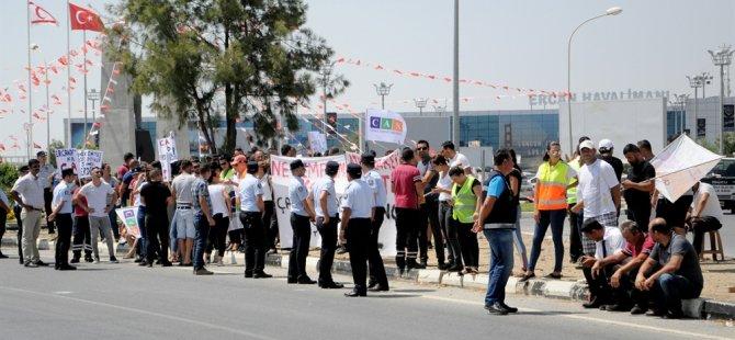 Cas çalışanları Ercan'da eylem yaptı