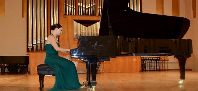 Kıbrıslı Türk Piyanist Gözdem İlkay, Bakü'de resital verdi