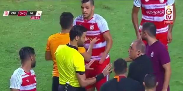 Tunus'ta sert maç: Fatih Terim sahaya girdi