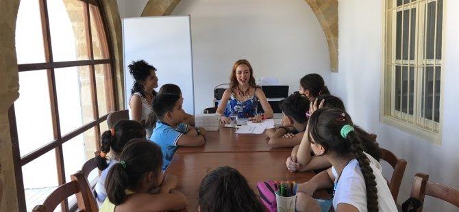 Yazar Canev Tatar Vakiflar İyilik Evi çocuklarıyla buluştu