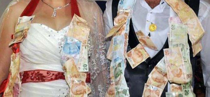 Davetli süsü vererek gittiği düğünde damadın cebinden para çaldı