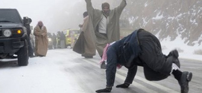 Suudi Arabistan şokta: Kar yağdı
