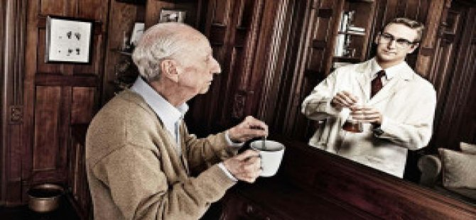 Aynaya Bakarken Aslında Geçmişimizi Görüyoruz!