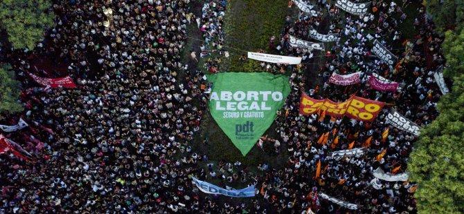 Arjantin'de meclis kürtajla ilgili yasa tasarısını reddetti