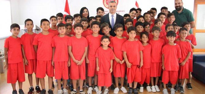Uluçay, Nusaybin'den gelen çocukları kabul etti
