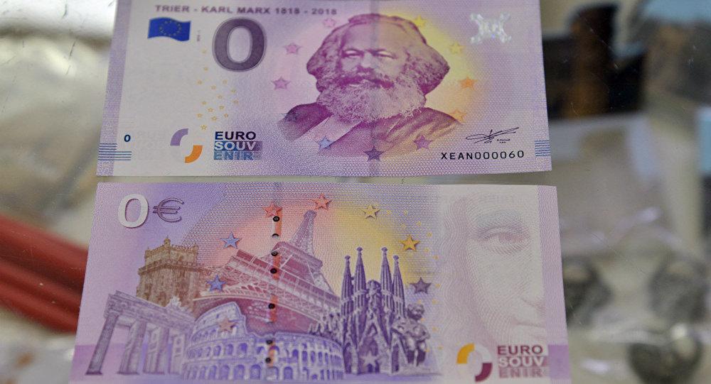 '0 euro'luk Karl Marx banknotları peynir ekmek gibi kapışılıyor