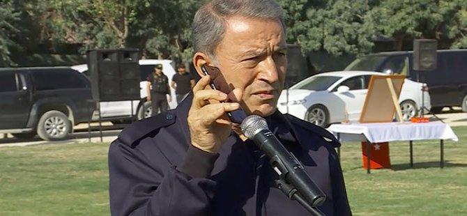 Milli Savunma Bakanı Akar, Cumhurbaşkanı'nın bayram mesajını görevli askerlere iPhone'dan dinletti