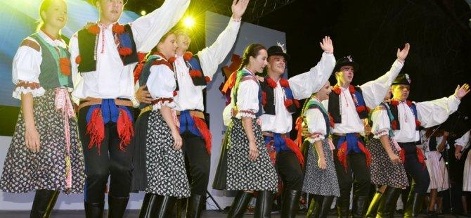 12. Uluslararası Lefkoşa Halk Dansları Festivali Çağlayan Parkı'nda Sürüyor