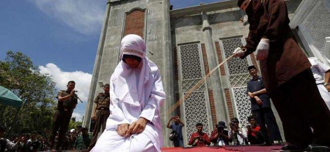 Malezya'da lezbiyen ilişkiye kırbaç cezası