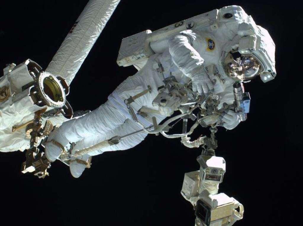 Uzay yürüyüşüne su sızıntısı engeli
