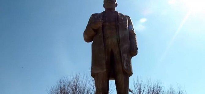 İmamlar, Lenin heykelini restore etti