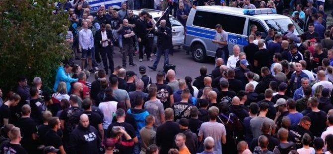 Almanya'da 'göçmenlerle kavga eden' gencin ölümünün ardından protesto
