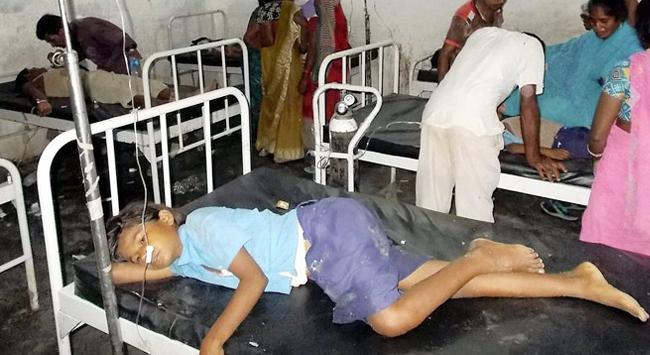 20 öğrenci yemekten zehirlenerek öldü