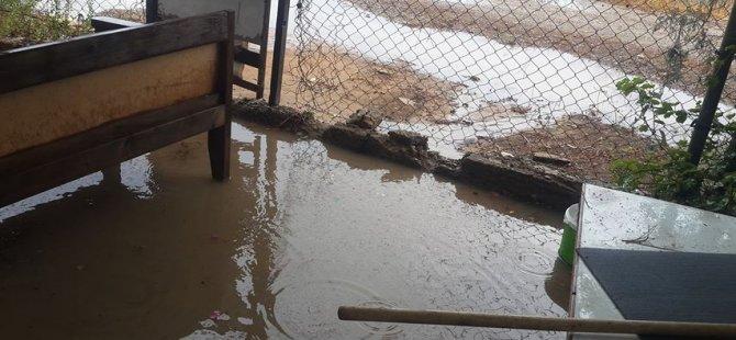 Dolu ve aşırı yağmur evleri bastı