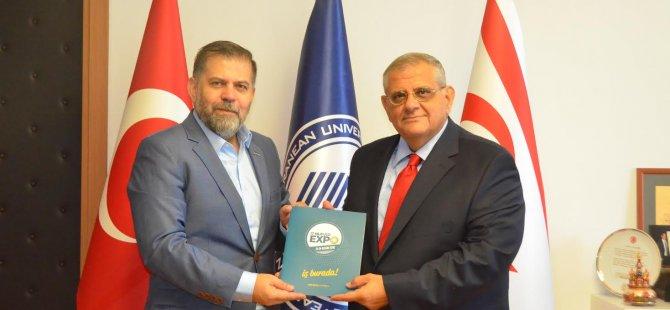 Kıbrıs Vakıflar Bankası Asbaşkanı'ndan DAÜ'ye ziyaret