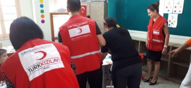Kuzey Kıbrıs Türk Kızılayı 550 ihtiyaçlı ilkokul öğrencisine okul üniforması sağladı