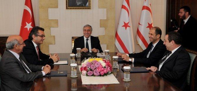 Akıncı hükümeti oluşturan siyasi partilerin liderleriyle bir araya geldi
